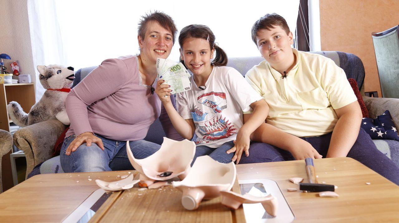 Mehr für's Geld bekommen - nur wie? Zwei Familien treten gegeneinander an, um mit Ihren Alltagsspartipps zu punkten. Ist die Idee praktikabel, wird... - Bildquelle: Sat.1