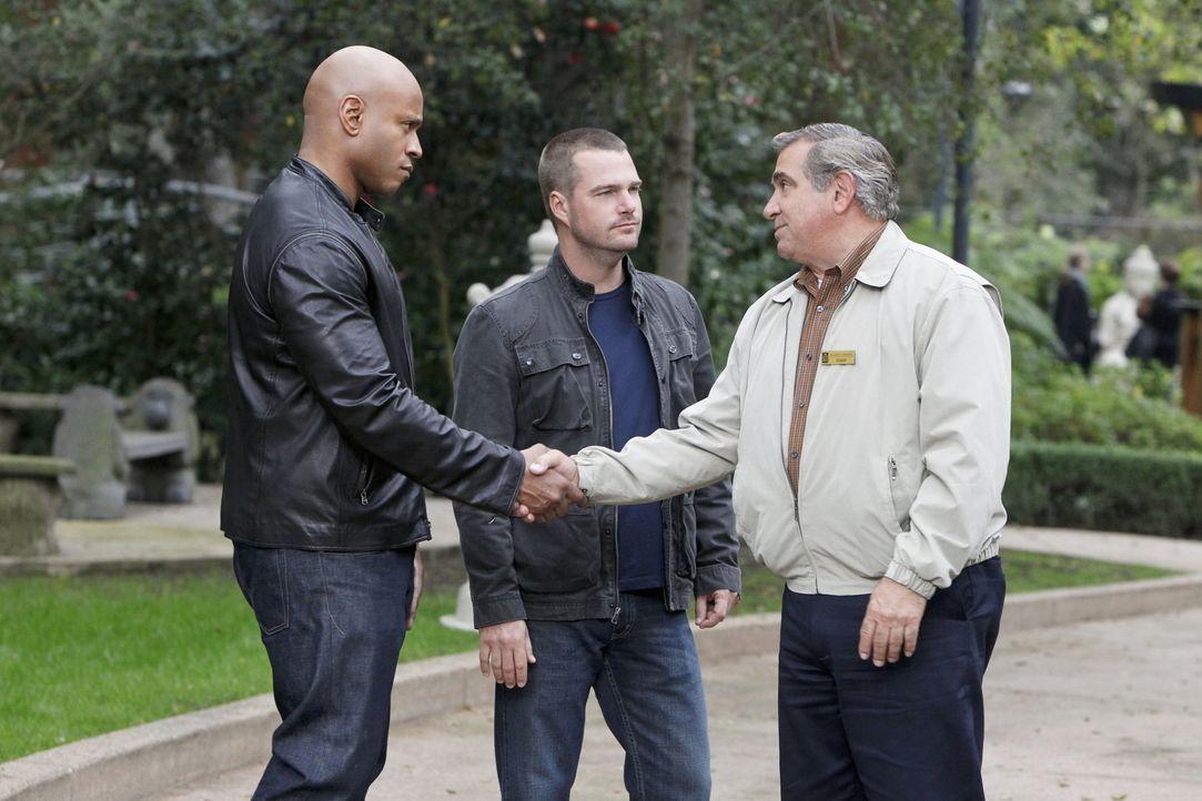 Versuchen gemeinsam einen Fall zu lösen: Callen (Chris O'Donnell, M.), Sam (LL Cool J, l.) und James Cleary (Dan Lauria, r.) ... - Bildquelle: CBS Studios Inc. All Rights Reserved.
