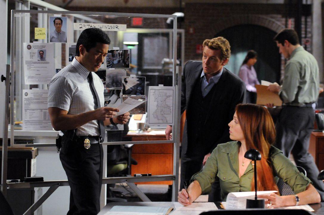 Versuchen einen besonderen Fall zu lösen: Grace (Amanda Righetti, M.), Kimball (Tim Kang, l.) und Patrick (Simon Baker, r.) ... - Bildquelle: Warner Bros. Television