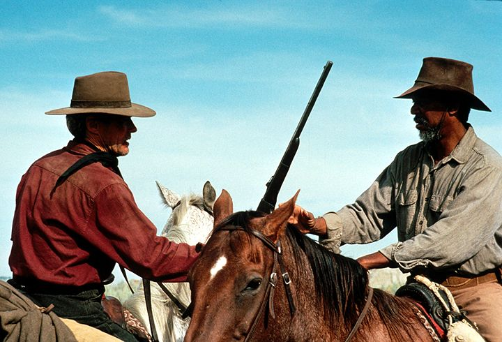 Noch einmal geht der frühere Revolverheld Bill Munny (Clint Eastwood, l.), zusammen mit seinem Freund Ned Logan (Morgan Freeman, r.), auf die Jagd n... - Bildquelle: 1992 Warner Bros. Entertainment Inc. All rights reserved.