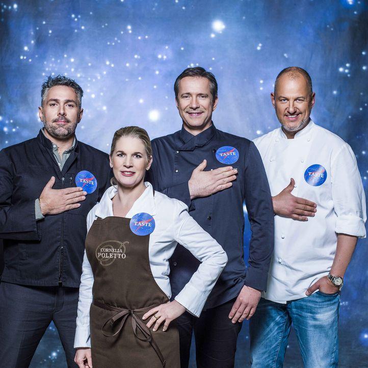 """Bei """"The Taste"""" geht es in eine galaktisch neue Runde: Frank Rosin (r.), Alexander Herrmann (2.v.r.), Cornelia Poletto (2.v.l.) und Roland Trettl (l... - Bildquelle: Arne Weychardt SAT.1"""