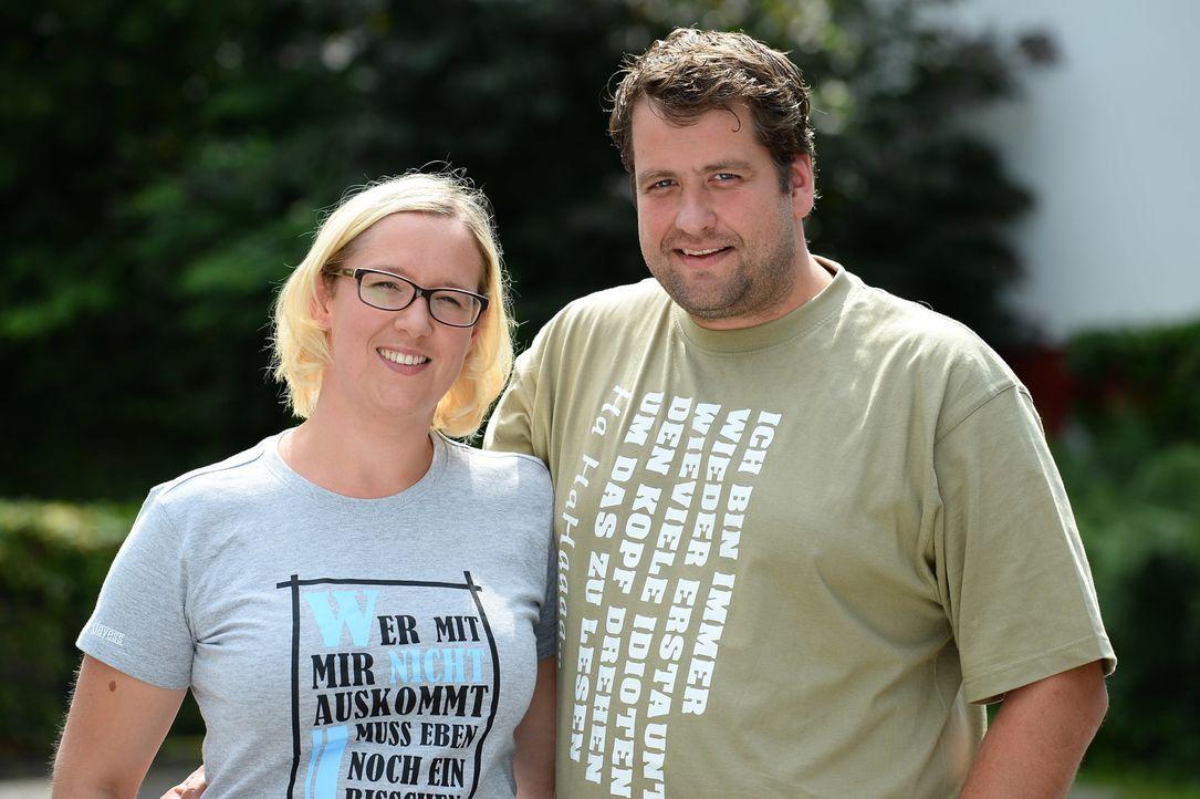 Stellen sich einer besonderen Do-it-Yourself-Challenge: Stefanie (l.) und Jens Tennigkeit (r.) ... - Bildquelle: Willi Weber SAT.1