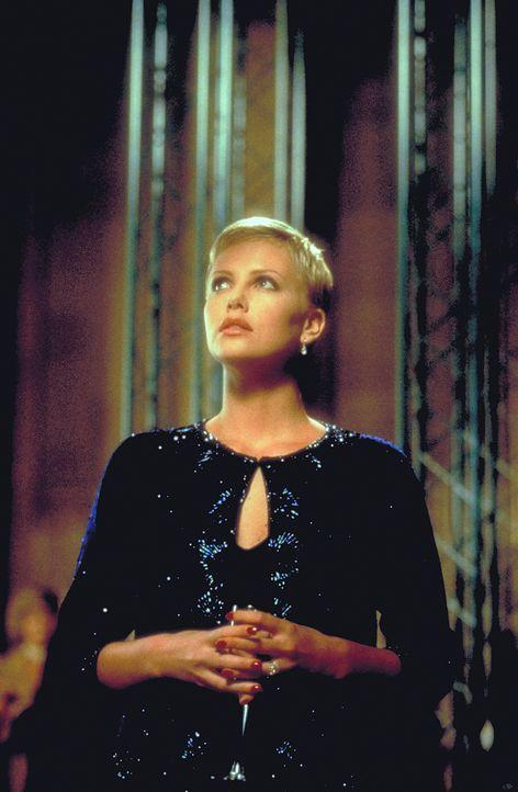 Während ihrer Schwangerschaft wird Jillian (Charlize Theron) immer mehr von wahnwitzigen Albträumen heimgesucht. Da erhält sie grauenvolle Informati... - Bildquelle: 1999 New Line Productions, Inc. All Rights Reserved.