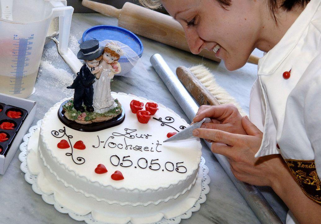 Hochzeitstorte-05-05-05-dpa - Bildquelle: dpa