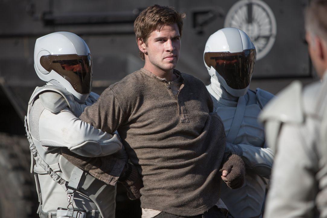 Noch kann Katniss ihren Freund, den Minenarbeiter Gale (Liam Hemsworth, M.), nicht dazu überreden, ein Leben im Widerstand zu beginnen ... - Bildquelle: Studiocanal GmbH