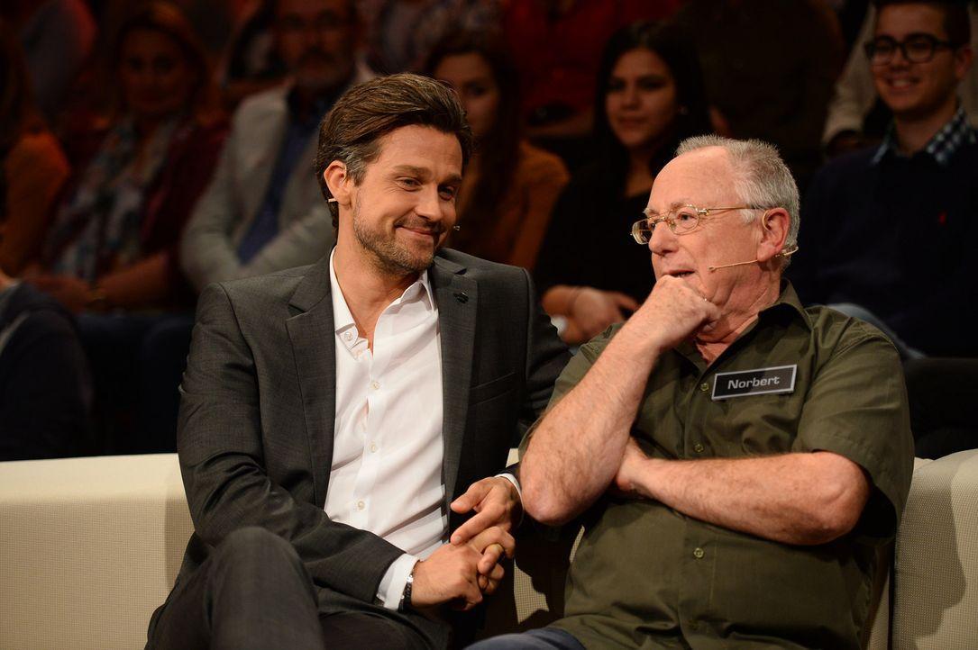 """20 Boxen und die Möglichkeit, 250.000 Euro mit nach Hause zu nehmen - für den Kandidaten Norbert (r.) heißt es """"Deal or no Deal""""! Doch während Moder... - Bildquelle: Willi Weber SAT.1"""