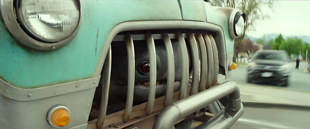 Ein Monster in einem Truck ergibt ein Monstertruck. Creech scheint dabei eine Menge Spaß zu haben ... - Bildquelle: Kimberley French 2016 Paramount Pictures. All Rights Reserved. / Kimberley French