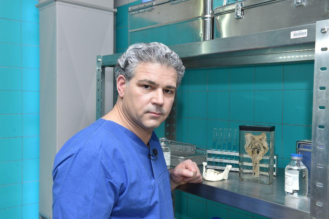 Prof. Dr. Michael Tsokos ist Leiter der Berliner Rechtsmedizin und hilft mit seiner Arbeit, selbst die kuriosesten Todesursachen aufzuklären ... - Bildquelle: Andre Kowalski SAT.1