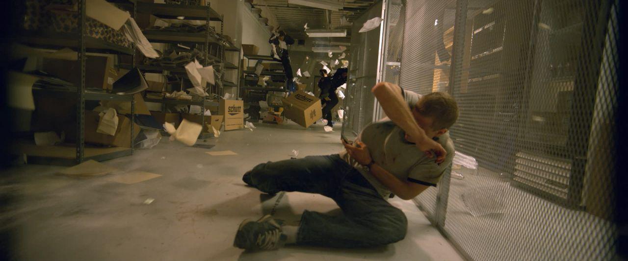 Zuerst haben David (Jonny Weston) und seine Freunde nur viel Spaß an ihren Zeitreisen in die Vergangenheit, bis ein Regelverstoß sie mitten in die K... - Bildquelle: 2015 Paramount Pictures. All Rights Reserved.