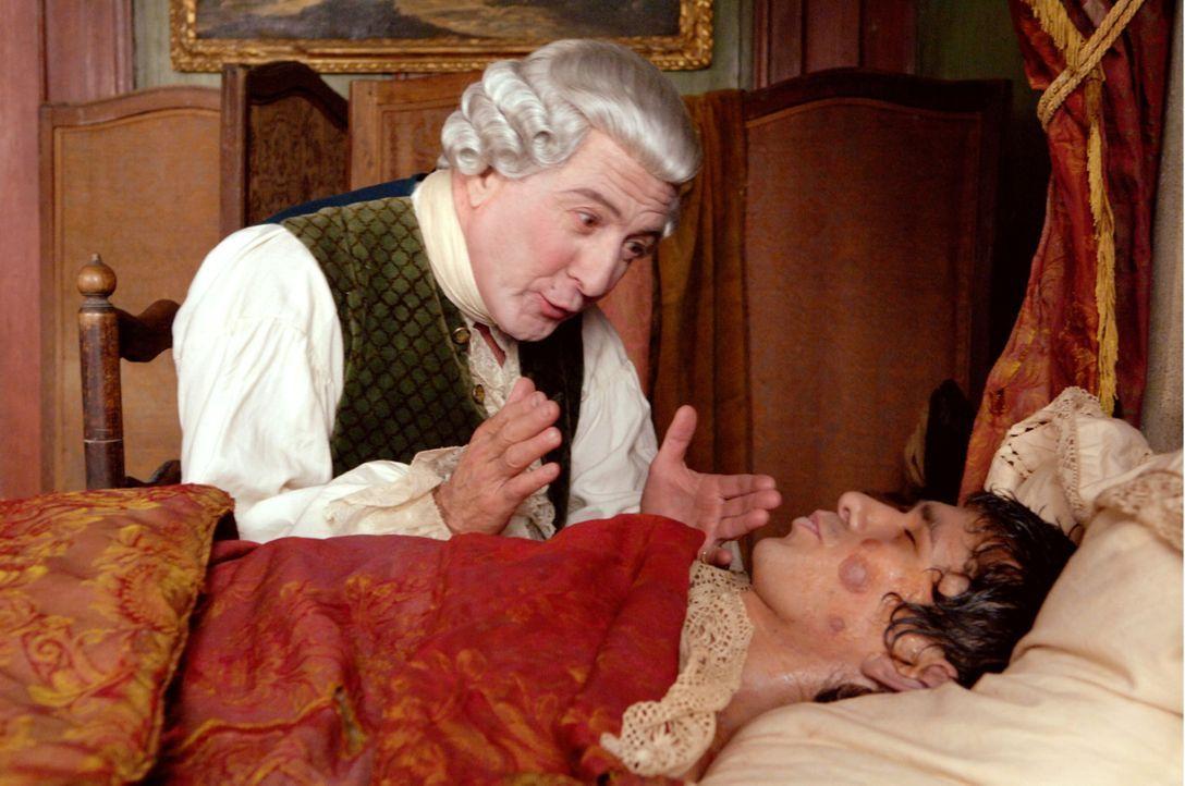 Der Parfümeur Baldini (Dustin Hoffman, l.) ist seinem Gesellen Jean-Baptiste (Ben Whishaw, r.) zu großem Dank verpflichtet, nachdem dieser ihm geh... - Bildquelle: Constantin Film Verleih GmbH