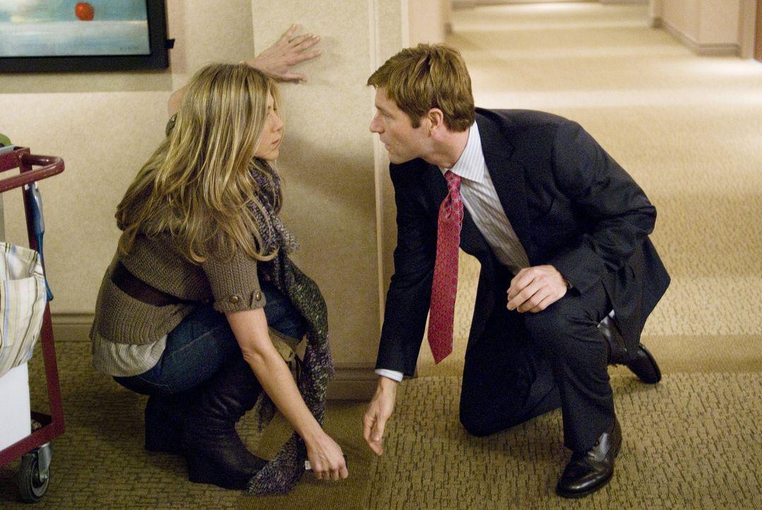 Auf seiner Geschäftsreise trifft Burke (Aaron Eckhart, r.) zufällig auf die attraktive Eloise (Jennifer Aniston, l.), die jedoch von Männern mehr... - Bildquelle: Universal Pictures