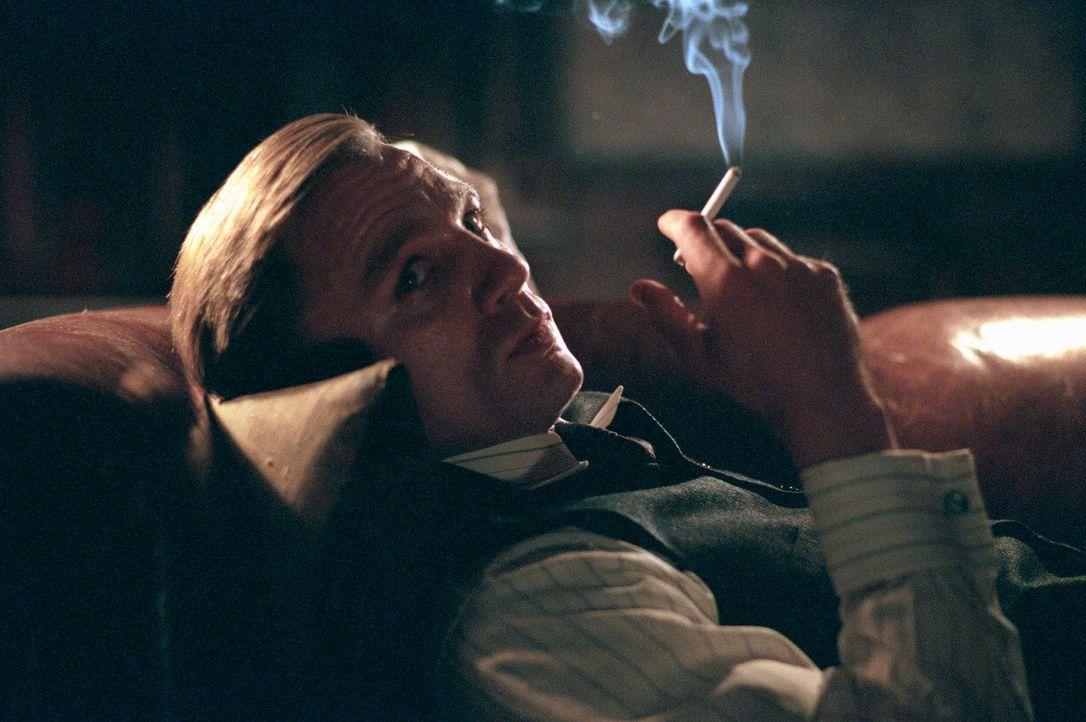 """Eiskalter Killer: Connor Rooney (Daniel Craig), der Sohn von John Rooney, bekommt von seinem Vater weit weniger Aufmerksamkeit als dessen """"Ziehsohn""""... - Bildquelle: 2002 Twentieth Century Fox Film Corporation and DreamWorks L.L.C. All rights reserved."""