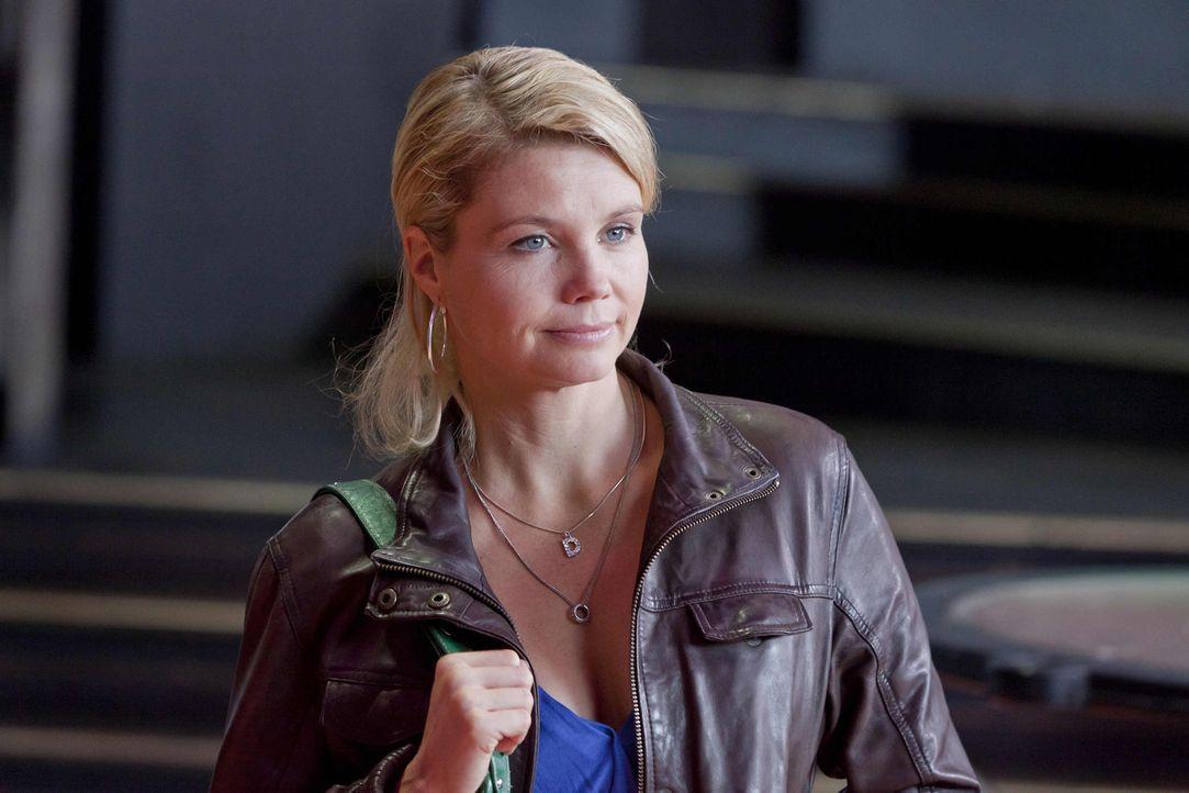 Um einen neuen Fall zu gewinnen, gibt Danni (Annette Frier) alles ... - Bildquelle: SAT.1