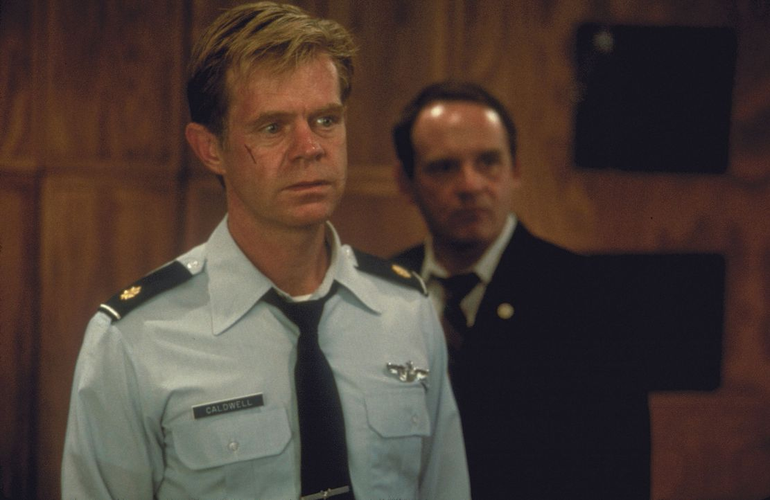 Ein Wettlauf mit der Zeit beginnt: Major Caldwell (William H. Macy, l.) ... - Bildquelle: Buena Vista International