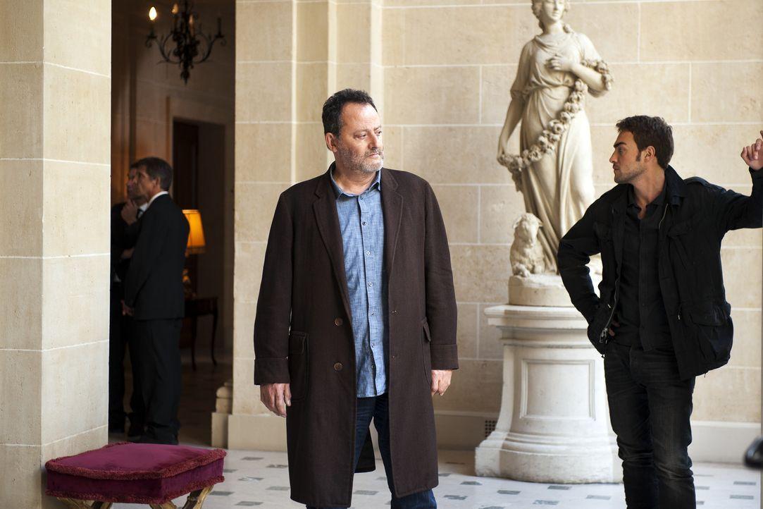 Bei den Ermittlungen in einem neuen Fall: Jo (Jean Reno, M.) und Marc (Tom Austen, r.) ... - Bildquelle: Stéphanie Dupont Atlantique Productions