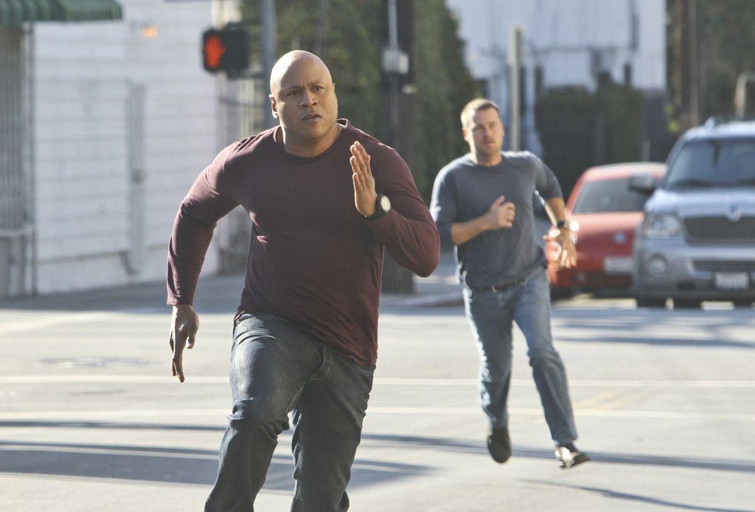 Setzen immer wieder ihr Leben aufs Spiel: Callen (Chris O'Donnell, r.) und Sam (LL Cool J, l.) ... - Bildquelle: CBS Studios Inc. All Rights Reserved.