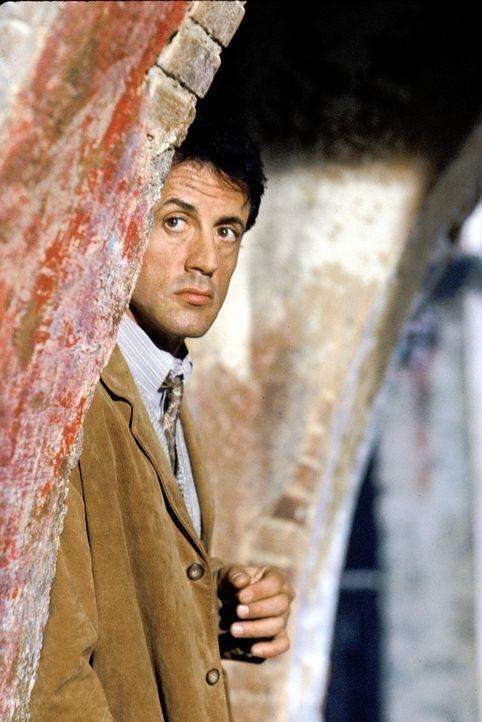 Der desillusionierte Profikiller Robert Rath (Sylvester Stallone) möchte nach einem letzten Auftrag aus dem Gewerbe aussteigen. Doch da kommt ihm de... - Bildquelle: Warner Bros. Television