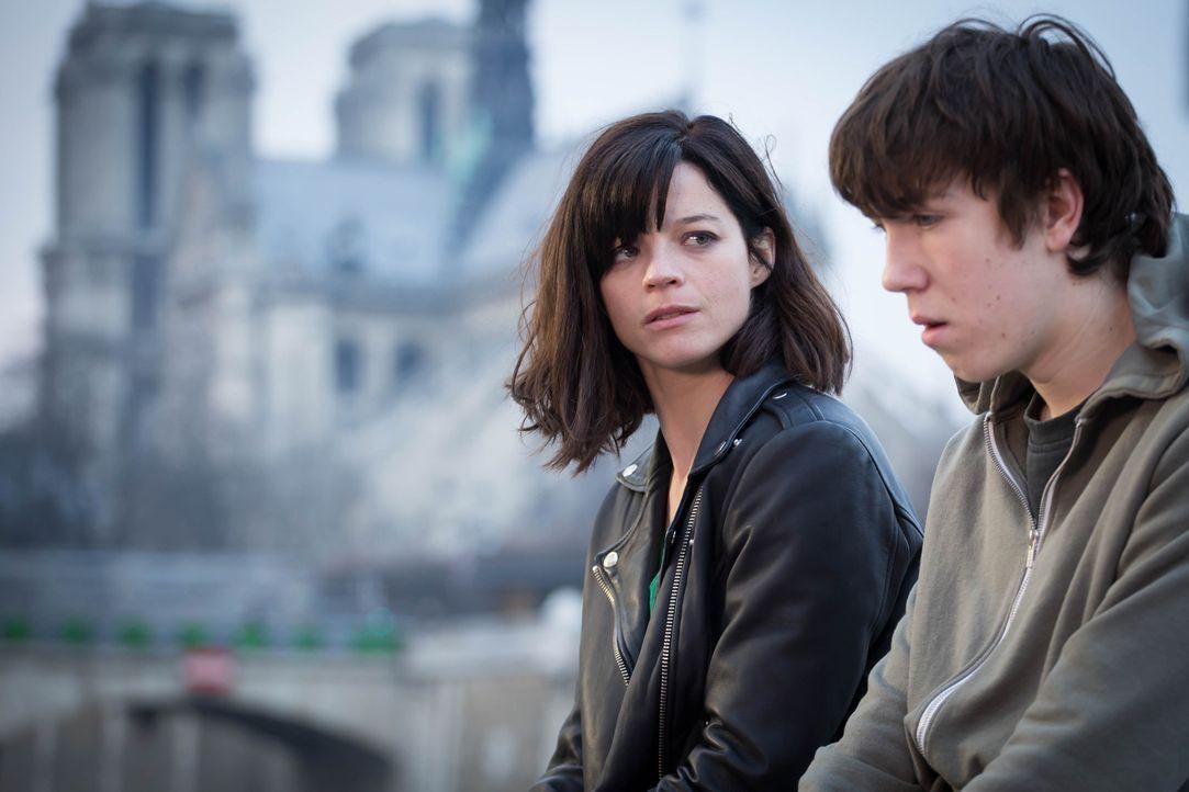 Warum will sich der junge Eliott (Théo Bertrand, r.) umbringen? Adele (Juliette Roudet, l.) geht den wahren Gründen auf die Spur ... - Bildquelle: Eloïse Legay 2016 BEAUBOURG AUDIOVISUEL