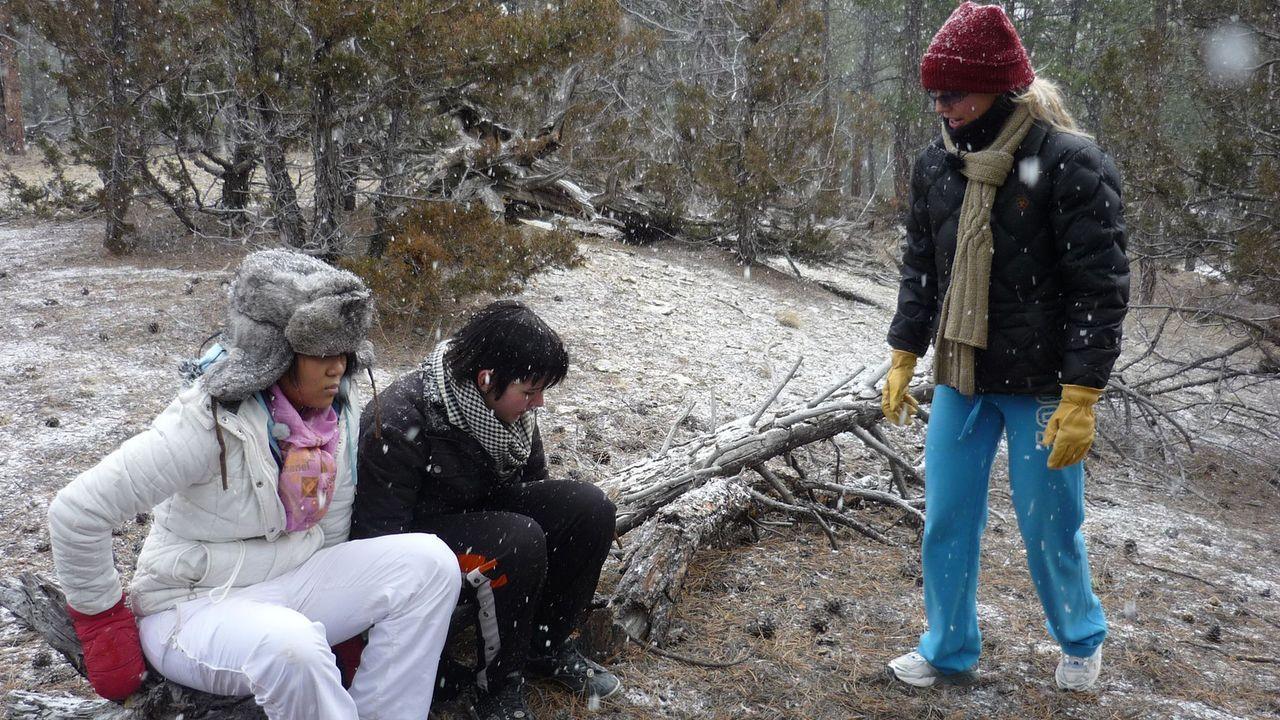 Wer einmal in den einsamen Wäldern von Montana ausgesetzt wird, kommt Jodys (r.) Meinung nach schnell zur Vernunft. Ob es bei Anna (M.) und Pisei (... - Bildquelle: kabel eins