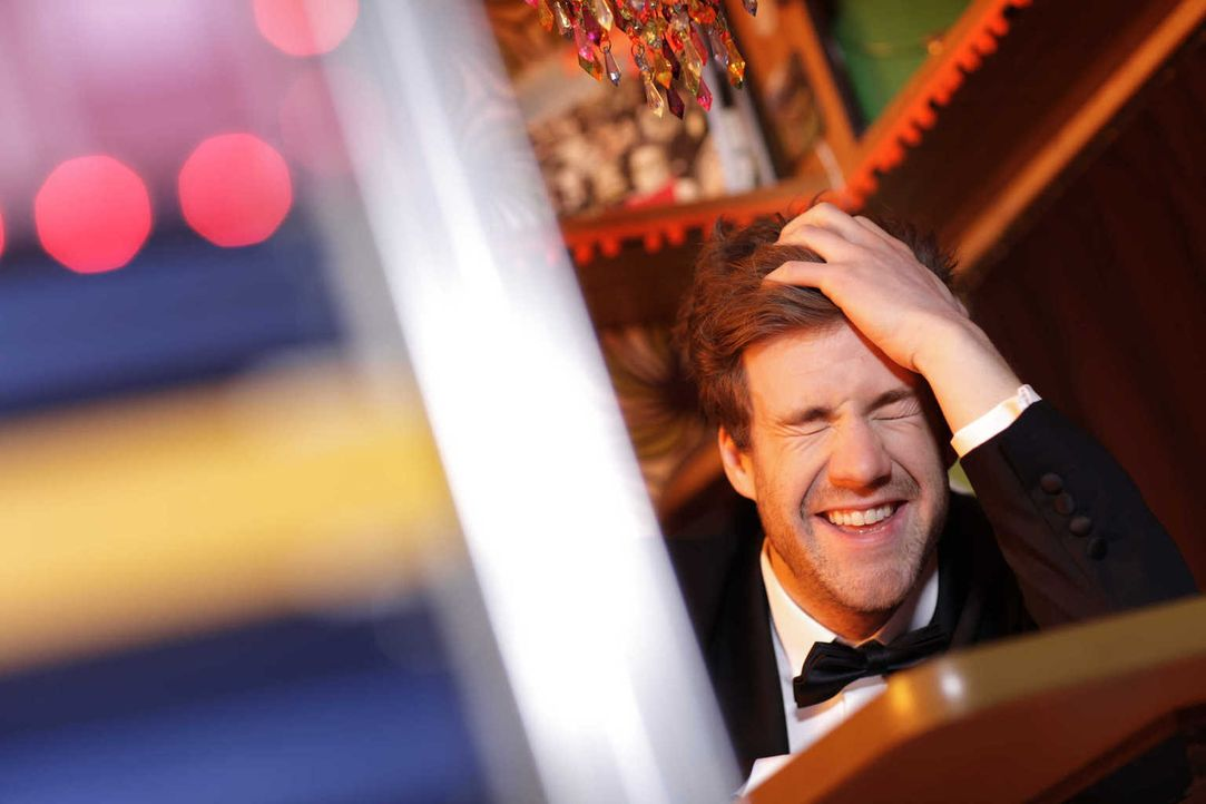 """In """"Luke! Die Woche und ich"""" präsentiert Luke Mockridge den etwas anderen Wochenrückblick ... - Bildquelle: Boris Breuer SAT.1"""