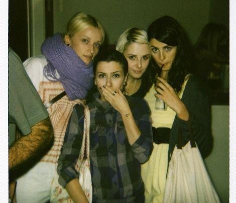 Girlpower! Mit den Mädels auf der Piste. - Bildquelle: Sarah Muehlhause
