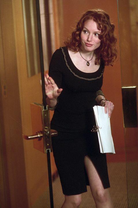 Ist sehr an ihrem reichen Chef interessiert: die ehrgeizige junge Anwältin June Carter (Alicia Witt) ... - Bildquelle: Warner Bros.