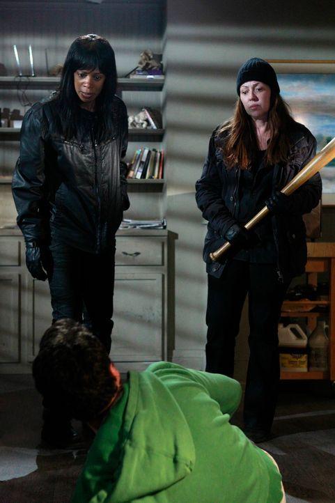 Was haben Darlene Beckett (Kim Wayans, l.) und Ellen Russel (Mackenzie Phillips, r.) nur vor? - Bildquelle: ABC Studios