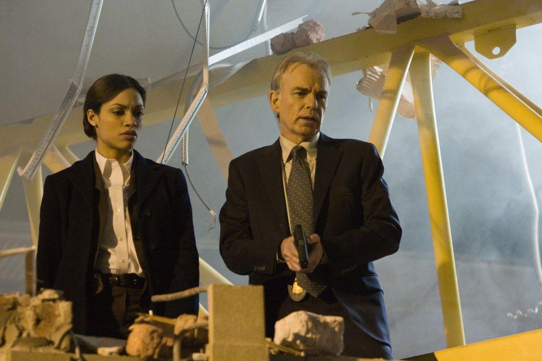 Hetzen zunächst die völlig Falschen: FBI-Agent Morgan (Billy Bob Thornton, r.) und Zoe Perez (Rosario Dawson, l.) ... - Bildquelle: Paramount Pictures International