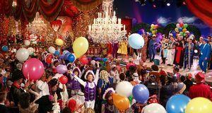 Das Publikum feiert auf der Prunksitzung des Fränkischen Fastnachtsverbandes...
