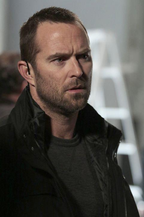 Als Kurt Weller (Sullivan Stapleton), der bei einem Bombenanschlag schwer verletzt wurde, erfährt, dass Jane vermisst wird, verlässt er sofort das K... - Bildquelle: Warner Brothers