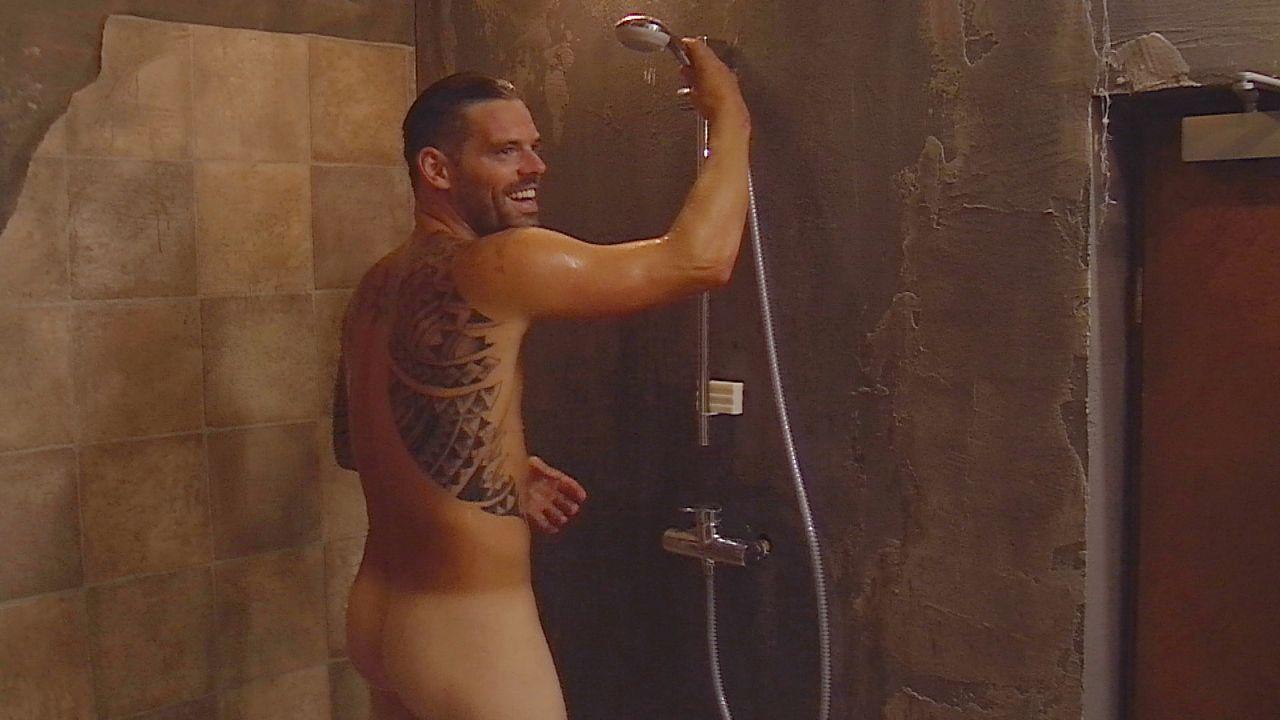 Daniel duscht8