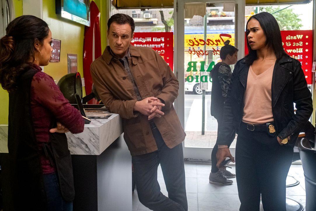Jess LaCroix (Julian McMahon, Mitte); Sheryll Barnes (Roxy Sternberg, r.) - Bildquelle: Jeff Neumann 2020 CBS Broadcasting Inc. All Rights Reserved. / Jeff Neumann