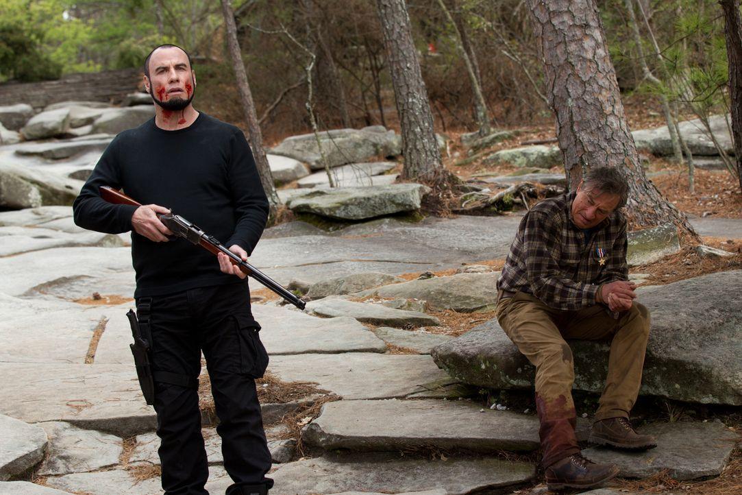 Emil Kovac (John Travolta, l.); Benjamin Ford (Robert De Niro, r.) - Bildquelle: 2013 KILLING SEASON PRODUCTIONS, INC. All Rights Reserved.