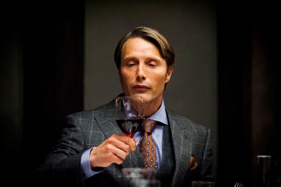 Er ist ein echter Feinschmecker, dennoch ist die Auswahl der Speisen von Dr. Hannibal Lecter (Mads Mikkelsen) nicht jedermanns Sache ... - Bildquelle: Brooke Palmer 2012 NBCUniversal Media, LLC