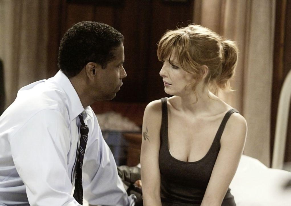 Whip (Denzel Washington, l.) lernt im Krankenhaus die heroinabhängige Nicole (Kelly Reilly, r.) kennen und verliebt sich in sie ... - Bildquelle: Robert Zuckerman 2012 PARAMOUNT PICTURES. ALL RIGHTS RESERVED. / Robert Zuckerman