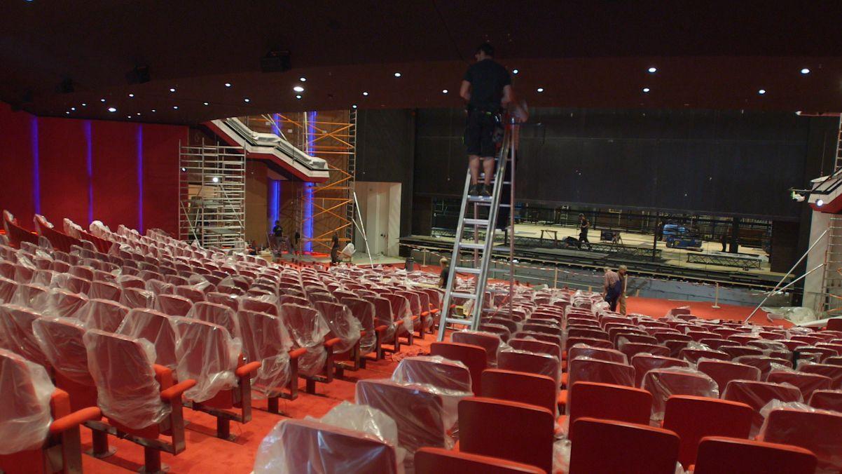 13_Das neue Theater_Bauarbeiten_Blick auf die Bu¦êhne