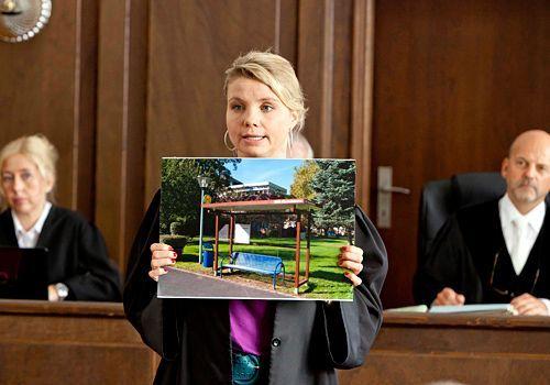 Danni (Annette Frier) hat Beweise gegen das Altersheim gesammelt. Kann sie den Fall für sich entscheiden? - Bildquelle: Frank Dicks - Sat1