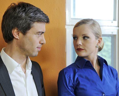 Helena hört durch Julian vom Gerücht der heimlichen Affäre zwischen Ben und Bea. Was wird sie mit diesem Wissen anfangen? - Bildquelle: Christoph Assmann - Sat1