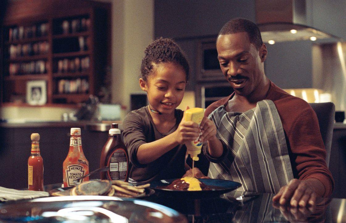 Nach und nach kommen sich Evan (Eddie Murphy, r.) und sein Tochter Olivia (Yara Shahidi, l.) näher ... - Bildquelle: 2009 BY PARAMOUNT PICTURES. ALL RIGHTS RESERVED