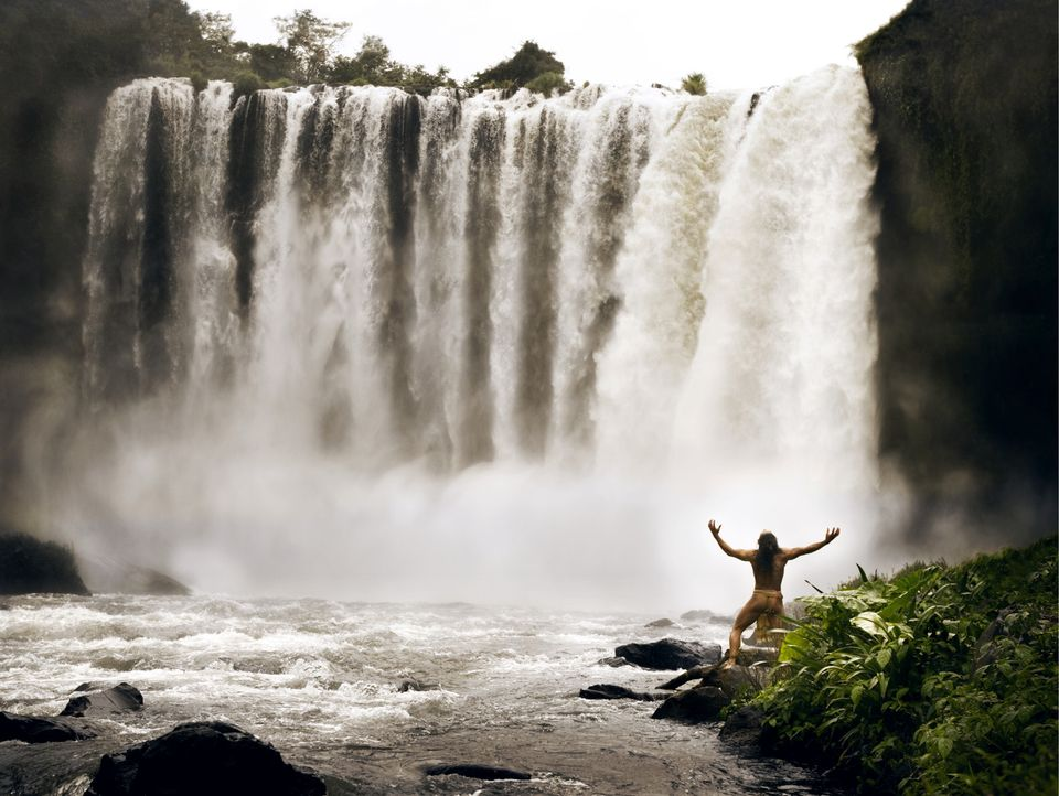 Der Wasserfall ist seine einzige Chance, den gnadenlosen Verfolgern zu entkommen: Pranke des Jaguar (Rudy Youngblood) ... - Bildquelle: Constantin Film