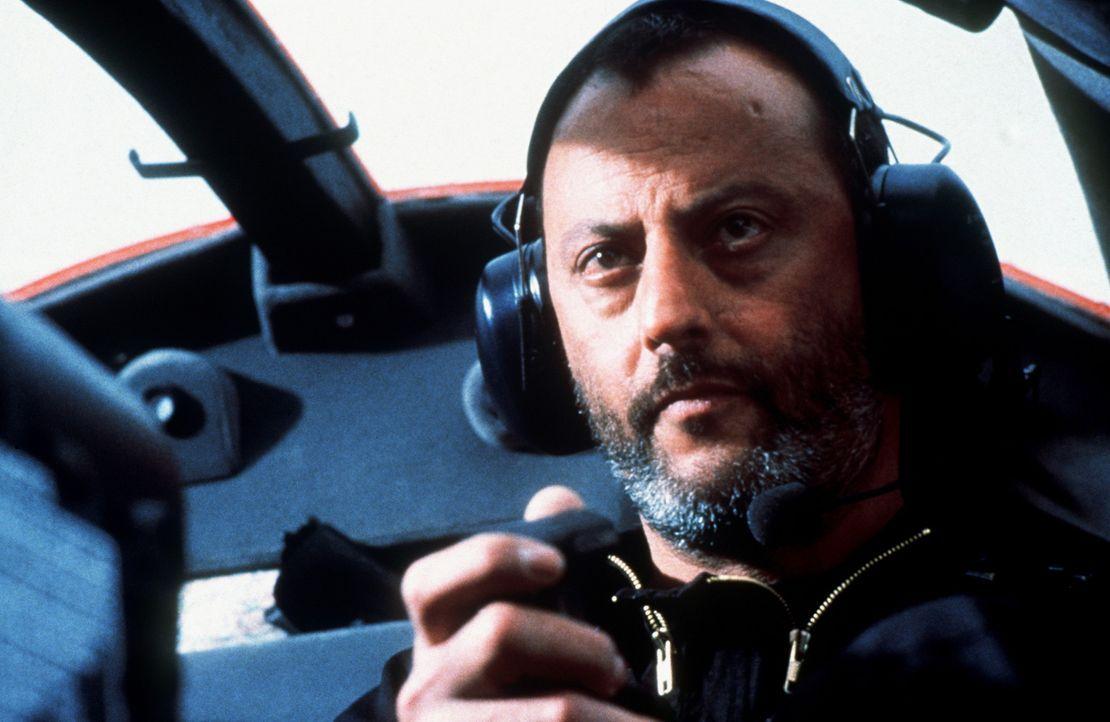 Gemeinsam mit Claire und den beiden Ex-Agenten Luther und Krieger (Jean Reno) plant Ethan den großen Coup: Eine Diskette mit den Codenamen aller To... - Bildquelle: Paramount Pictures