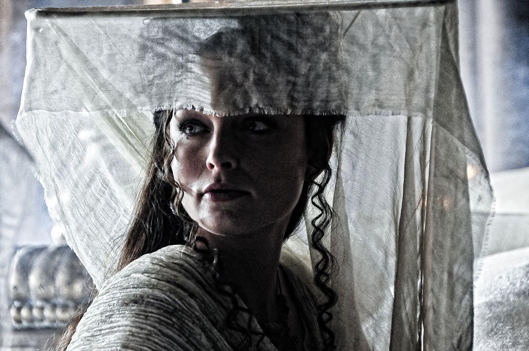Tamara (Rachel Nichols) beherrscht ein bestimmtes Auferstehungsritual. Um gegen Monster, Hexen und Heere bestehen zu können, entführt sie Conan ... - Bildquelle: Nu Image Films