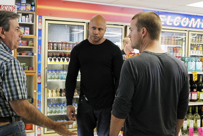 Deeks platzt nach seinem täglichen Jogging in dem kleinen Supermarkt, in dem er täglich seinen Kaffee und seine Zeitung holt, in einen Raubüberfa... - Bildquelle: CBS Studios Inc. All Rights Reserved.