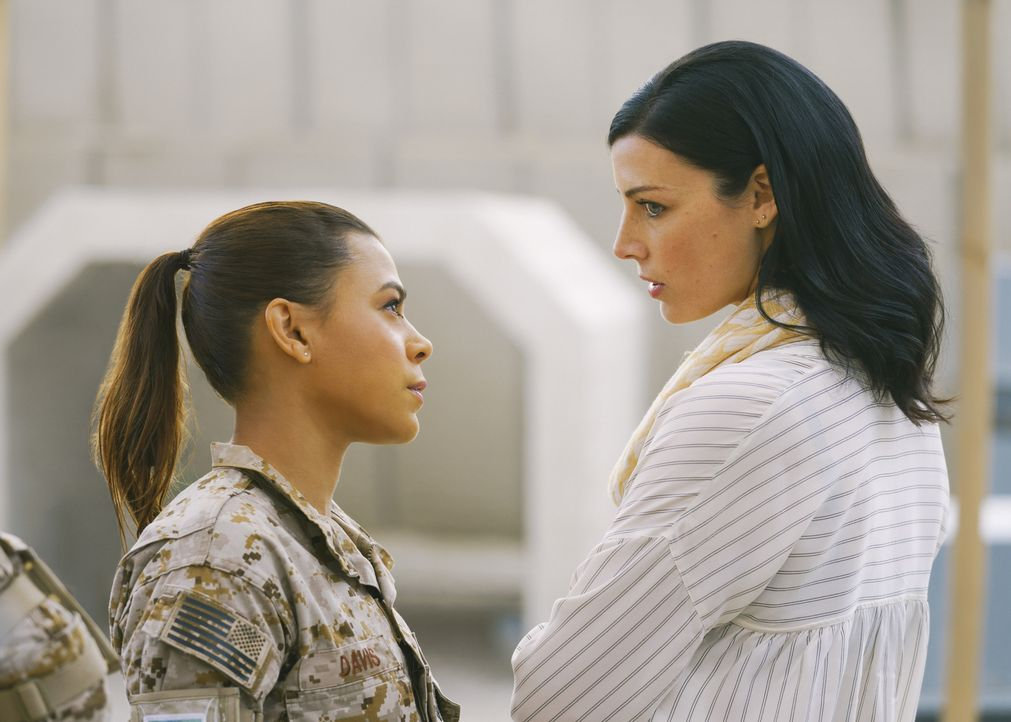 (v.l.n.r.) Lisa Davis (Toni Trucks); Mandy Ellis (Jessica Paré) - Bildquelle: Aaron Epstein Aaron Epstein/CBS   2018 CBS Broadcasting, Inc. All Rights Reserved.