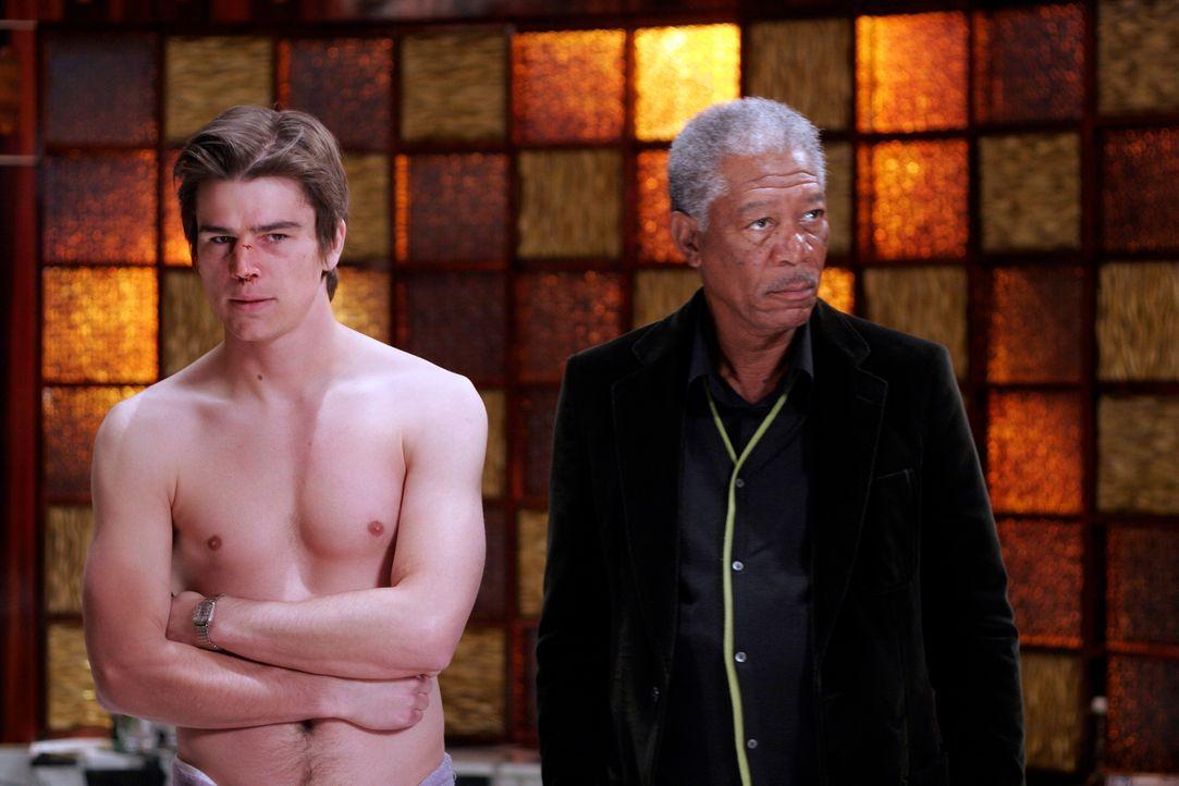 Verwechselung mit Folgen: Als Slevin (Josh Hartnett, l.) in das Appartement eines Kumpels einzieht, gerät er in das Visier zweier Gangsterbosse (Mor... - Bildquelle: Metro-Goldwyn-Mayer (MGM)