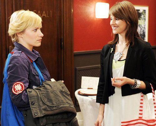 Treffen unerwartet aufeinander: Emma und Jenny ... - Bildquelle: Christoph Assmann - Sat1