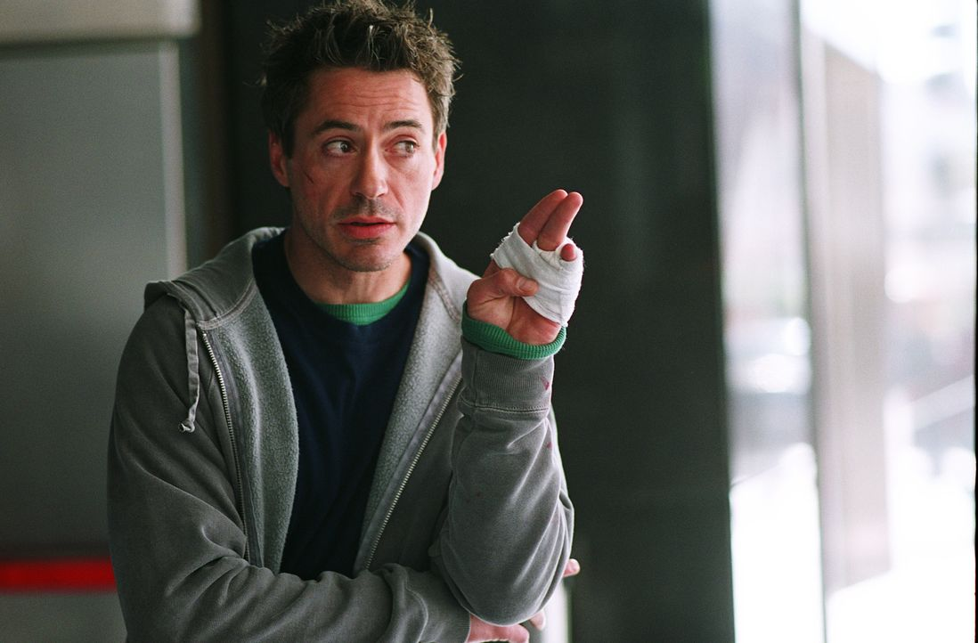 """Eigentlich ist Harry Lockhart (Robert Downey Jr.) nur ein Kleinganove, doch als er mit seinem Partner nach Ladenschluss Weihnachts-""""Einkäufe"""" in ein... - Bildquelle: 2015   Warner Brothers"""