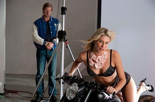 Bei Franks Ex-Freundin (Claudelle Deckert) stellt Mick (Henning Baum) erleichtert fest, dass es auch noch Frauen gibt, die in der Öffentlichkeit di... - Bildquelle: Martin Rottenkolber - Sat1