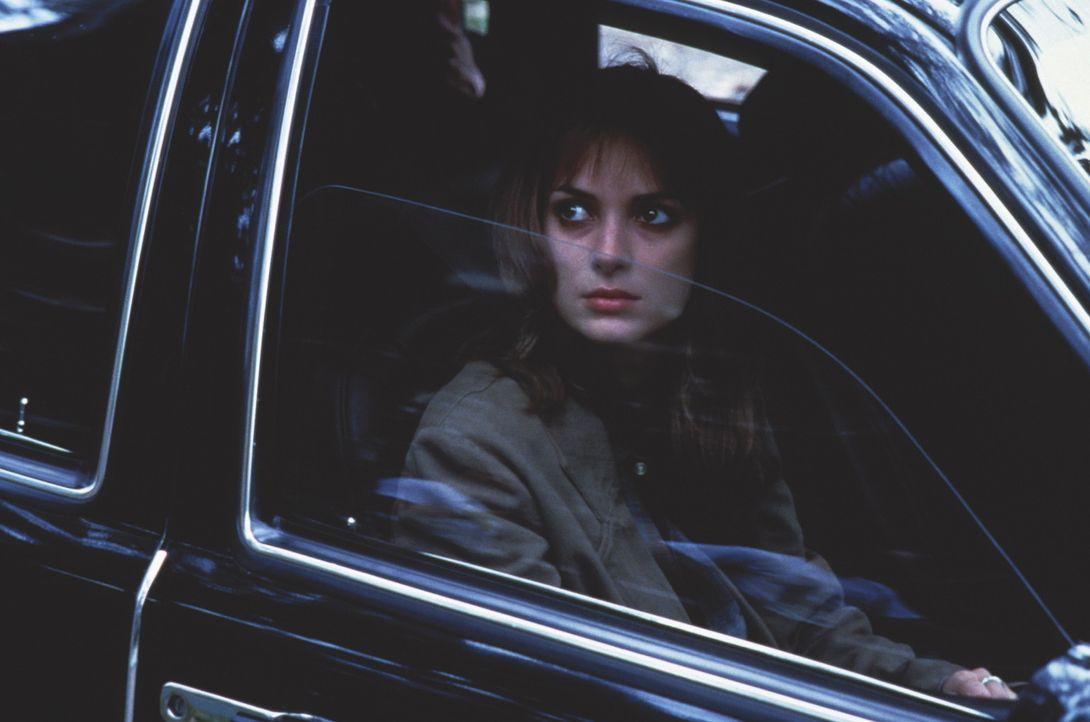 Eines Tages kommt die junge Lehrerin und überzeugte Katholikin Maya (Winona Ryder) einer groß angelegten Verschwörung auf die Spur ... - Bildquelle: Kinowelt Filmverleih