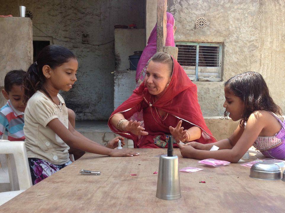 """In fremden Ländern läuft nicht nur der Alltag anders ab als wir ihn kennen, sondern auch das Familienleben. In """"Mama International"""" reist Lydia (2... - Bildquelle: SAT.1"""